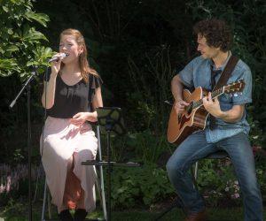 Kinderwelzijn China, muziek in de tuin